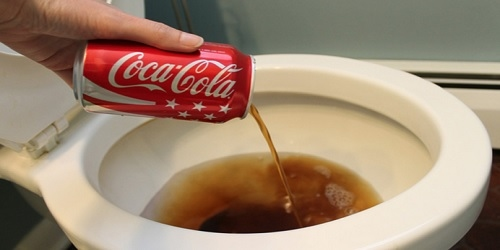 可乐瓶疏通马桶图片