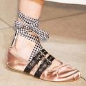 Bergdorf Goodman: Miu Miu 时尚女鞋全场高达 40%  OFF