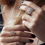 CAMELIA 系列珠宝