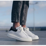Luisaviaroma: Alexander McQueen运动鞋折扣高达12% OFF