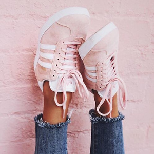 ebay: 精选 adidas 鞋款、服饰等低至三折+买一件另一件半价