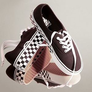 Urban Outfitters: 精选 Vans 休闲帆布鞋低至 50% OFF