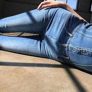 Barneys Warehouse: Up To 32% Off Frame Jeans Collection+