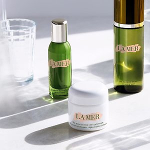 Barneys New York: Free Luxury Gifts with Beauty Purchase
