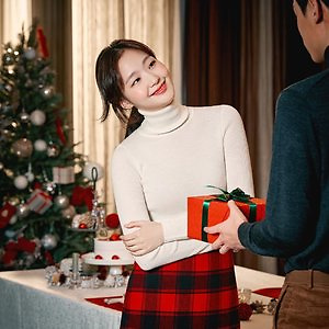 Uniqlo: Popular Sweaters Added into New Markdowns