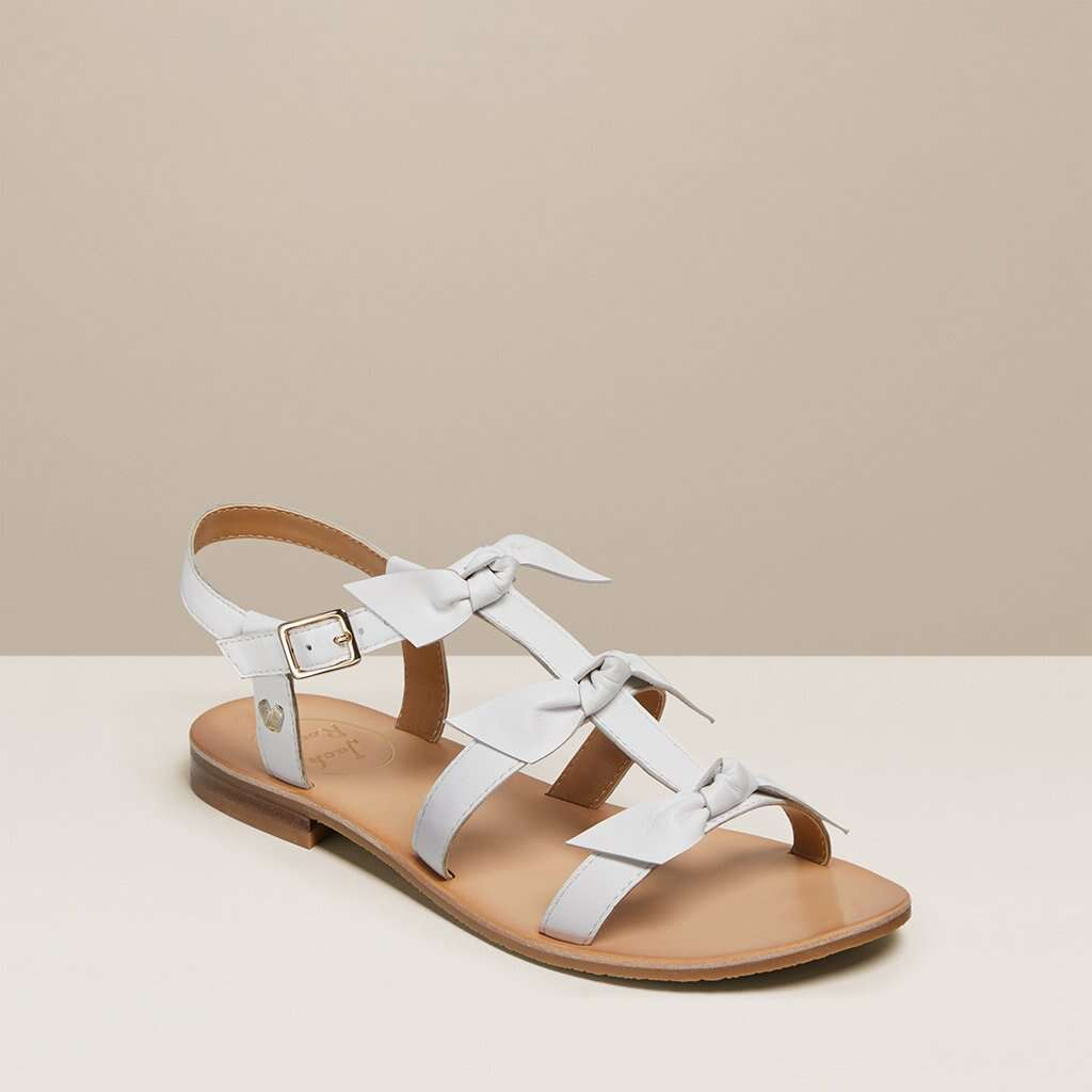 蝴蝶结凉鞋