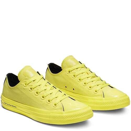 黄色低帮帆布鞋
